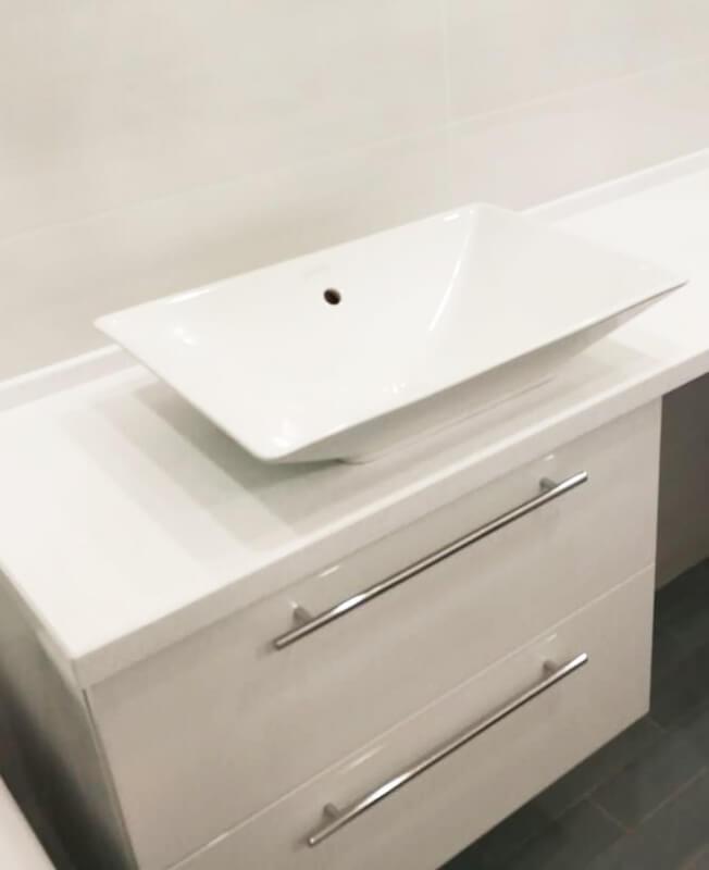 Столешницы для ванной из искусственного камня - изделия из искусственного камня